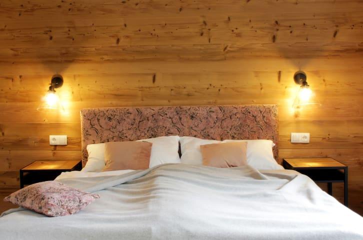 Zimmer Landfrische, mit Seeblick, Balkon und einem 160cm breiten Doppelbett