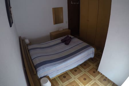 NICE ROOM, 20MIN TO THE CITY CENTER - Barcelona - Huoneisto