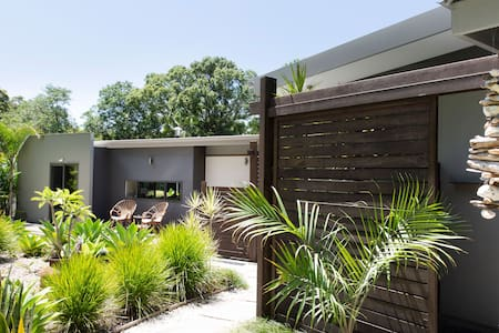 A peaceful couple's escape in Byron Bay