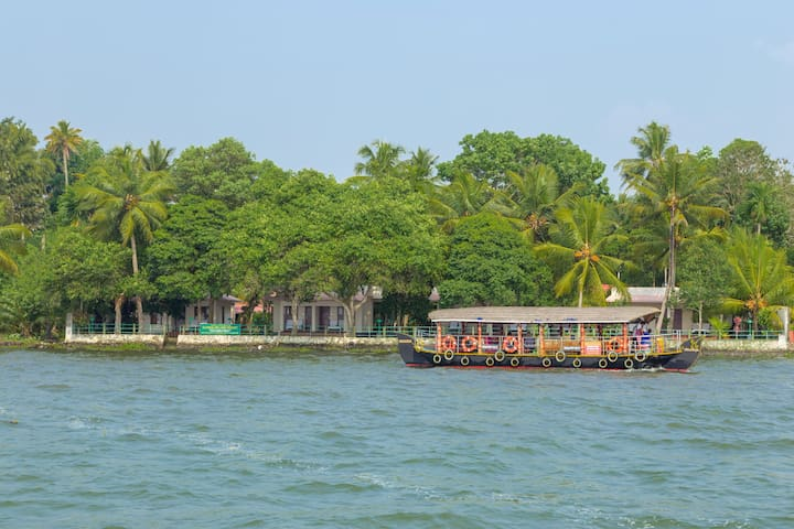 3 Lake facing Cottages in Kumarakom for 6 Persons