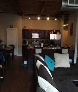 4 Blocks from Beale - Spacious Loft in South Main - Memphis