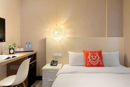 30 Secs to Ximen | Cozy Double Room, 24x7 Pantry