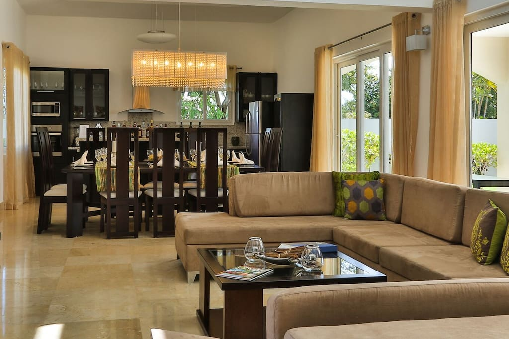 The villas are decorated with high-end designer furnishings each with its own elegant personality that blends modern lines with chrome and natural cherry wood. Each villa is equipped with air conditioning, overhead fans, and cable television, some come with elevators.