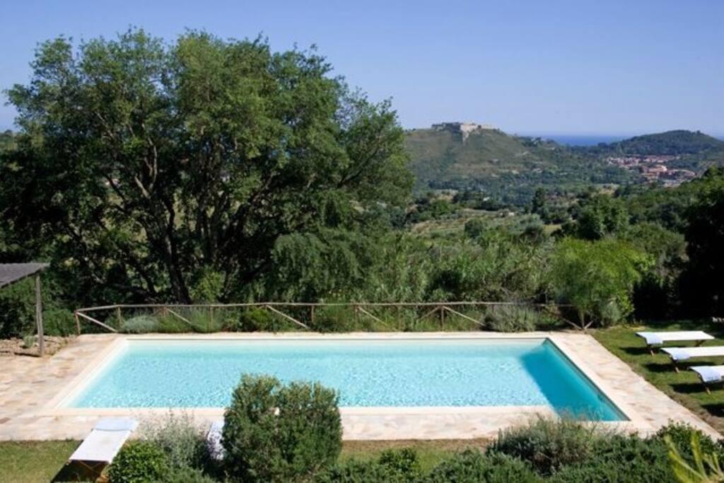 piscina, vista su Fortezze spagnole