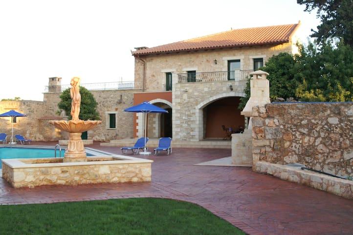 Villa O'Finikas avec très grande piscine - Pazinos - Vila