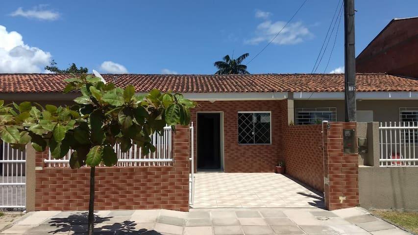 Ótima casa completa com ar condicionado- Guaratuba