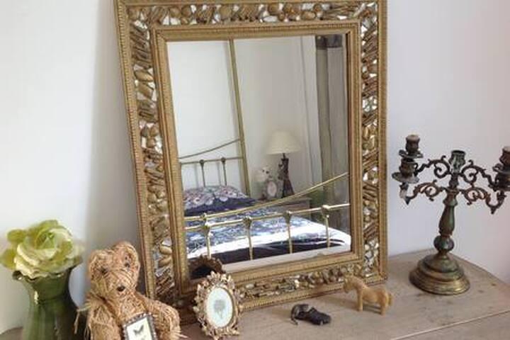 Chambre avec miroir de ma création