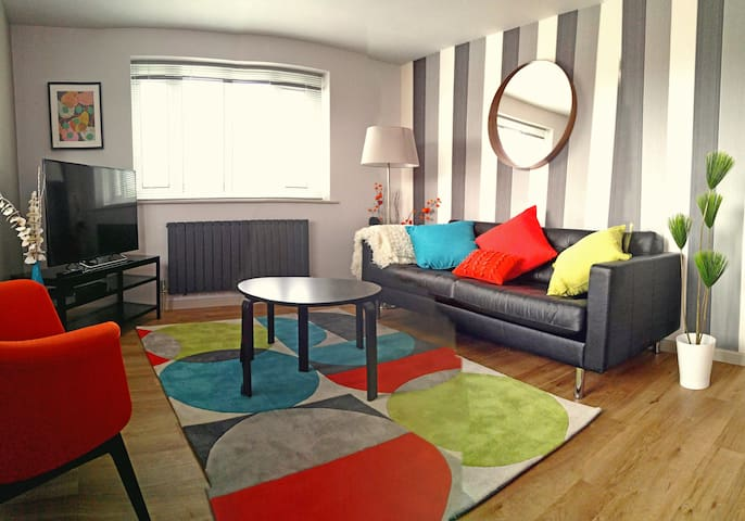 Light, bright and super chic! - Croydon - Byt