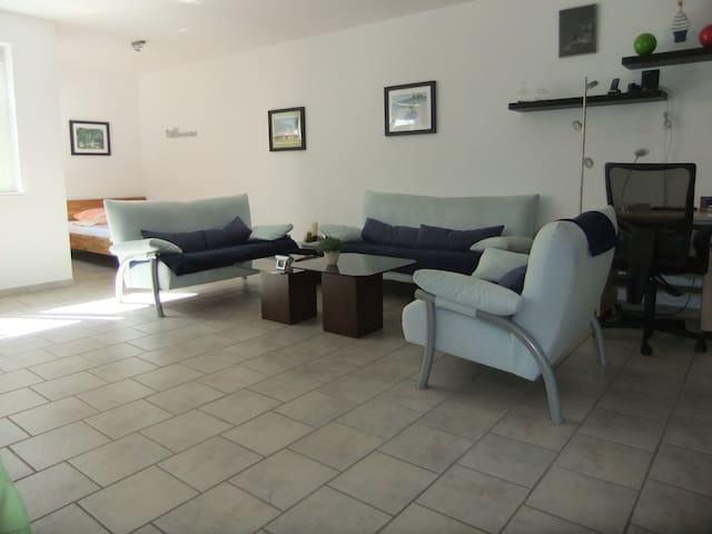 Modernes u. gemütliches Souterrain-Apartment 50qm - Sankt Augustin - Pis