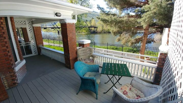 Victorian River Front Home - Clark Fork Suite