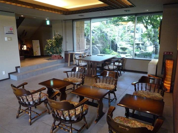 Up to 10 people can stay in one room! 【Continuous halls for two consecutive rooms of 14 tatami + 12.5 tatami】 (JR Asahik