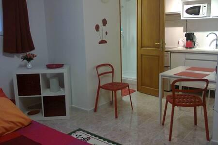 Studio équipé dans une maison - Évry - Townhouse