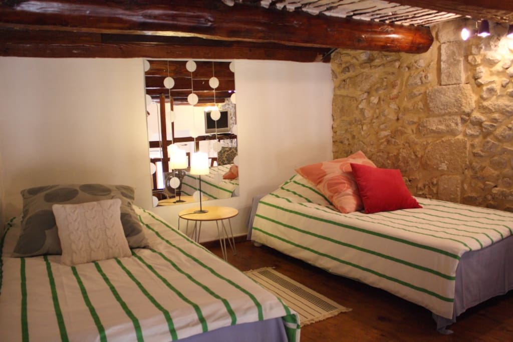 On the softly lit mezzanine, with original oak wood beams, there are two large single beds (100x200cm) which can be put together if wanted.