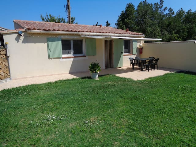 STUDIO NEUF 39 M2 INDEPENDANT AVEC 700M2 DE JARDIN - Carpentras - Nature lodge
