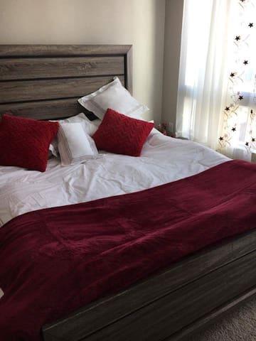 Luxurious/Cozy Room