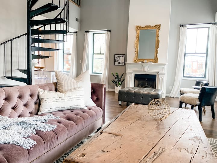 Gold Door Loft - spacious & beautiful Soulard loft