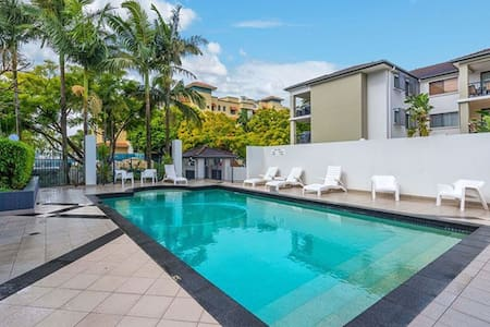 2km from cbd resort style 2br 2br trendy newstead - Apartment