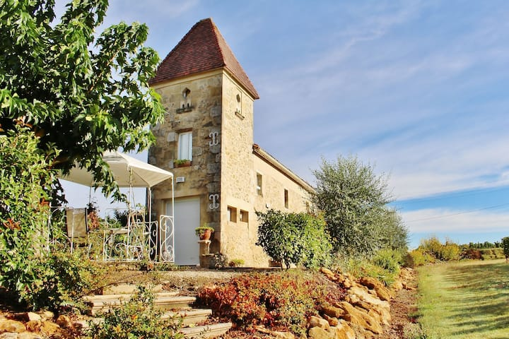 Renovated dovecot with pool, in the vineyards near Bordeaux