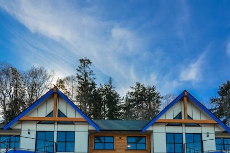 Brand new oceanfront condo - Campbell River