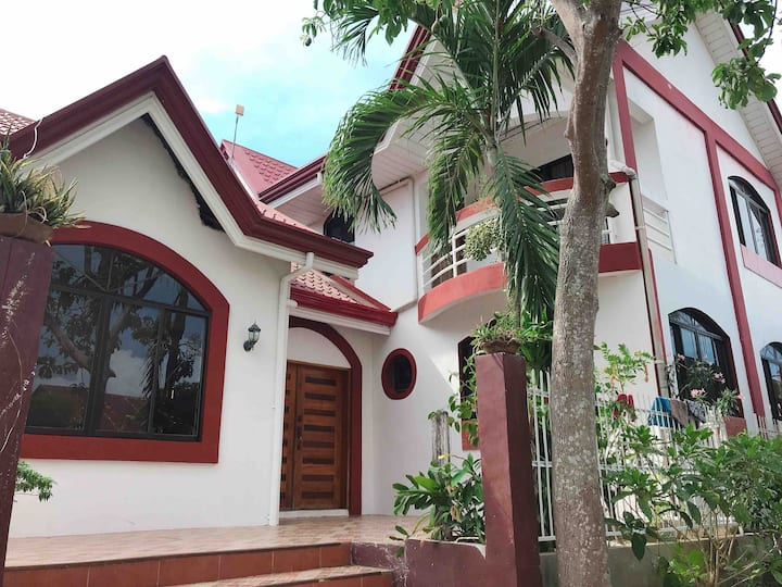 Whole House in JARO - perfect for family/groups