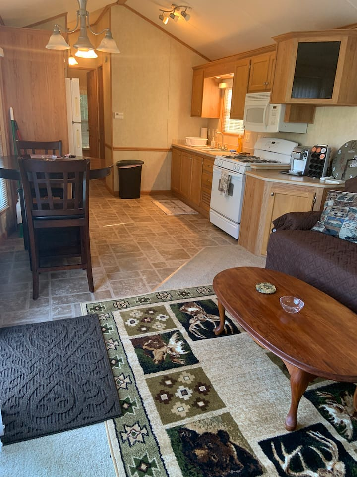 Peaceful Lodge in 36 acre Rv park near river.