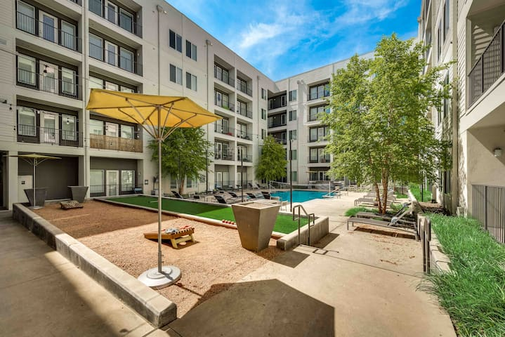 RD69-Courtyard View 1Bed & Study Luxury Apartment