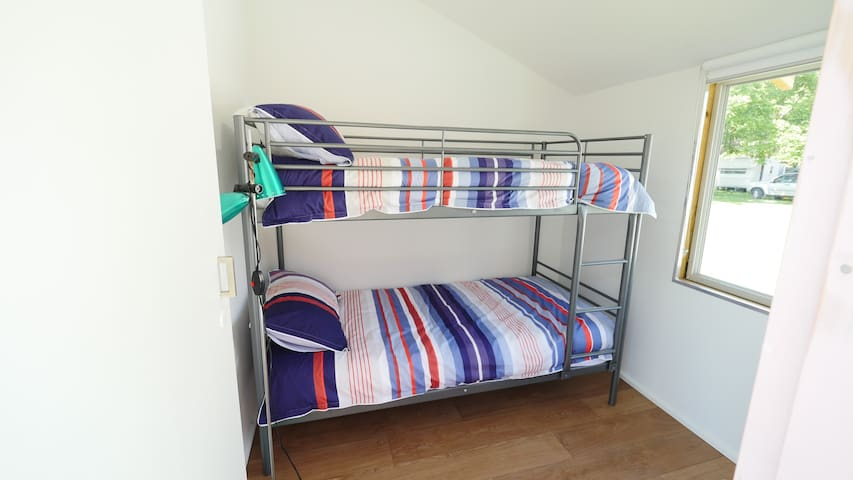 Externally accessed bedroom (single bunk beds)