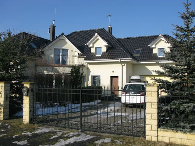 Spacious Family House/ 5 bedrooms/ 12km to Opole