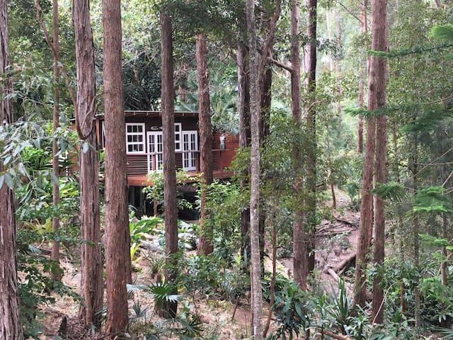 Black Cockatoo Retreat