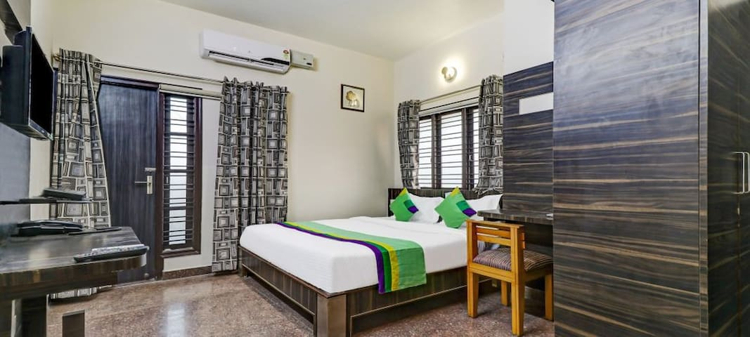 HUB By SKR A Petrichor Hotel With Suite Room
