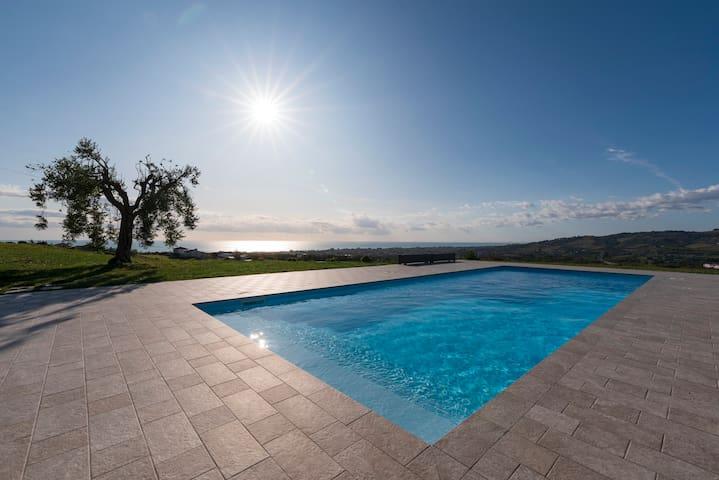 Lussuosa Villa vista panoramica tra mare e collina