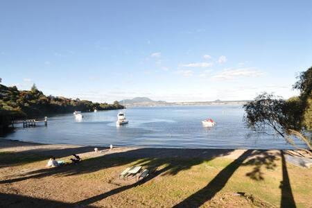 Waikereru - Townhouse - Lakefront Acacia Bay