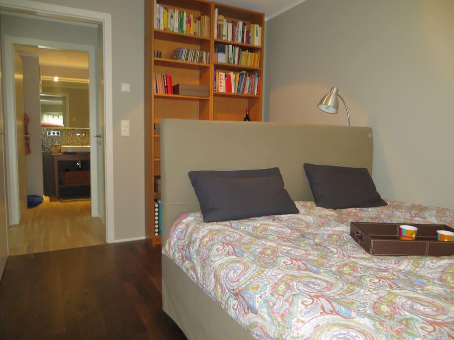 Das Schlafzimmer (Das Bett 1,60 x 2,00).