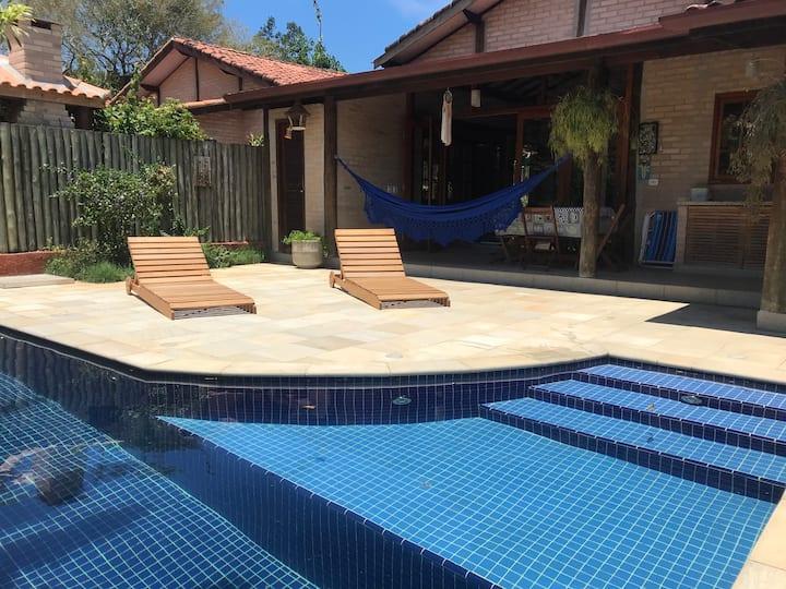 Casa Oasis - Piscina privada e wifi em condomínio