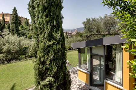 Exclusive cottage with view Piazzale Michelangiolo - Florenz - Villa