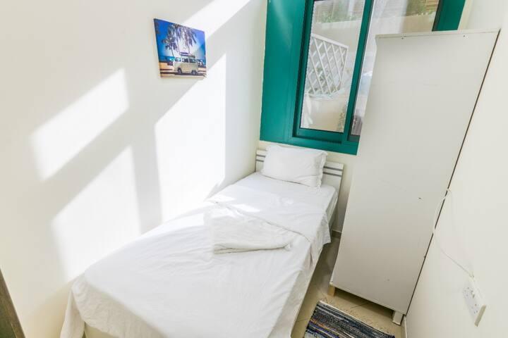 Single Room For Rent In Dubai Marina For One Girl.