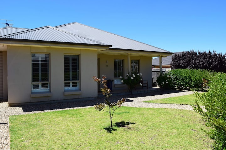 Close to Beach, delightful Normanville house