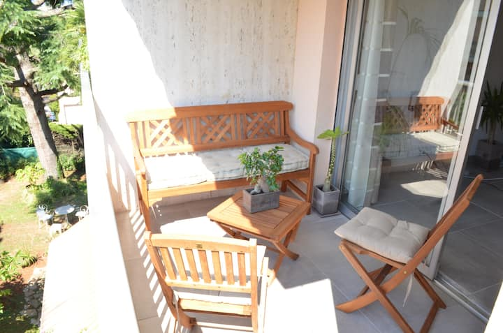 Nice 2 rooms between Antibes and Juan les Pins