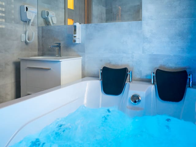 Apartment Luxury 2 z jacuzzi