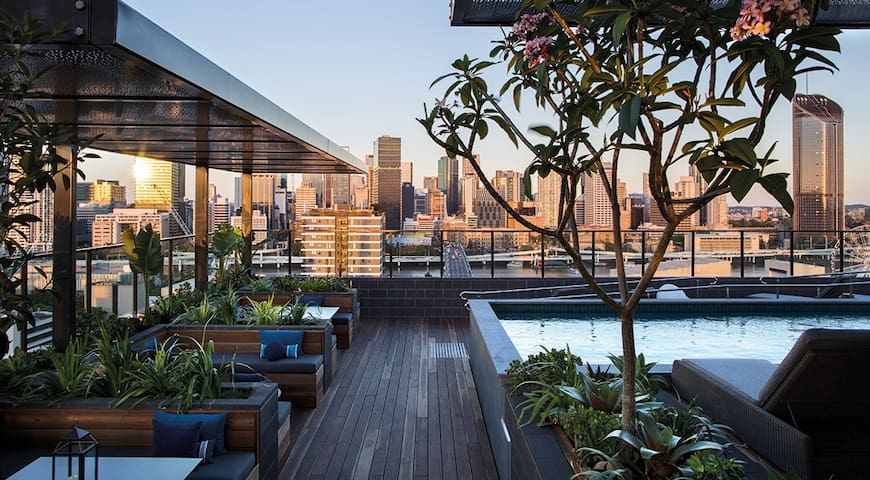 New South Bank Ultra Luxury Apartment - South Brisbane