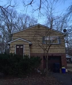 Room: North Brunswick, Close to Many Things - North Brunswick Township