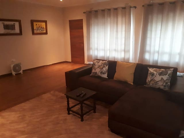 Cosy haven with internet & parking - Lusaka - Hus