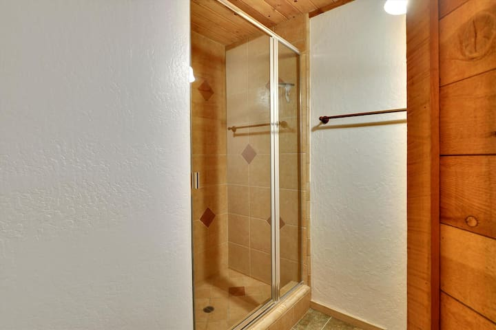 Middle Level,Shower,