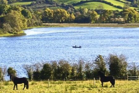 Lakeside Paradise - Lakefront Farm in Ireland - Cavan - 公寓