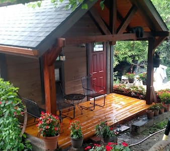 Christi's Hideaway Cabin in Winesburg, Ohio