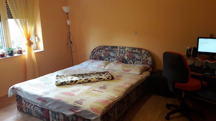 Modern room (20m2) in a peaceful city near Osijek - Belišće - Daire
