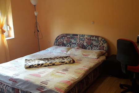Modern room (20m2) in a peaceful city near Osijek - Belišće - Wohnung