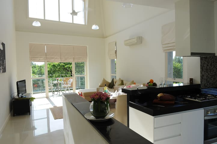 Luxury Penthouse Centrally Located along River - Krong Siem Reap - Apartamento