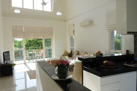 Luxury Penthouse Centrally Located along River - Krong Siem Reap - 아파트