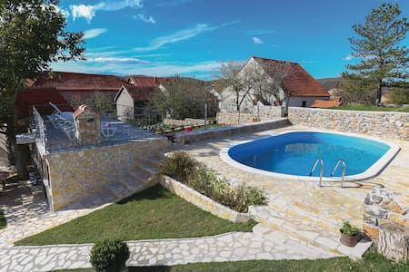 Holiday cottage with 3 bedrooms on 101m² in Tijarica